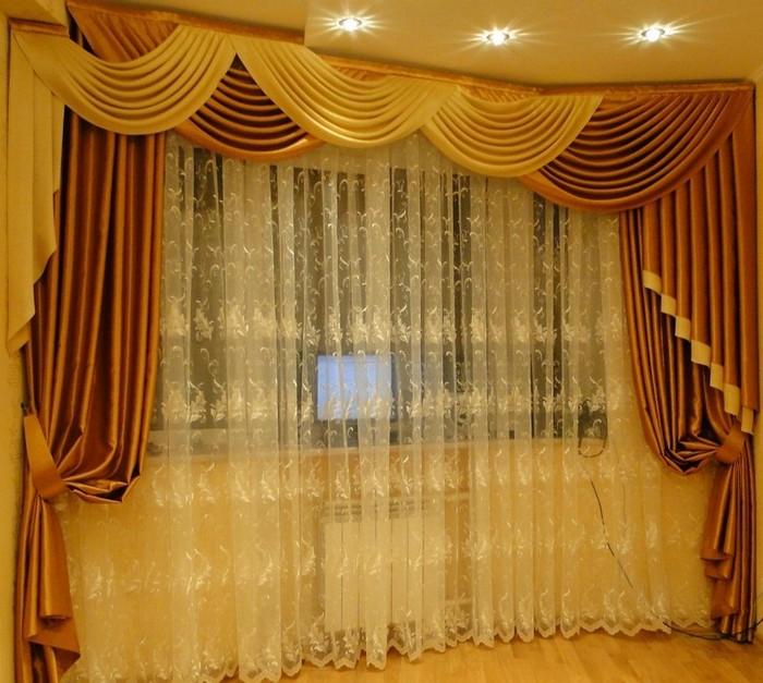 Светлые шторы с ламбрекеном