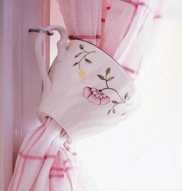 Завязка для шторы из чайной чашки