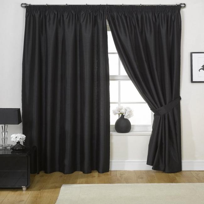 Черный цвет штор в интерьере