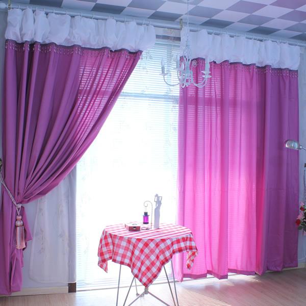 Пурпурный цвет штор в интерьере
