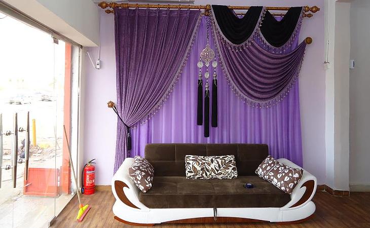 Фиолетовый цвет штор в интерьере