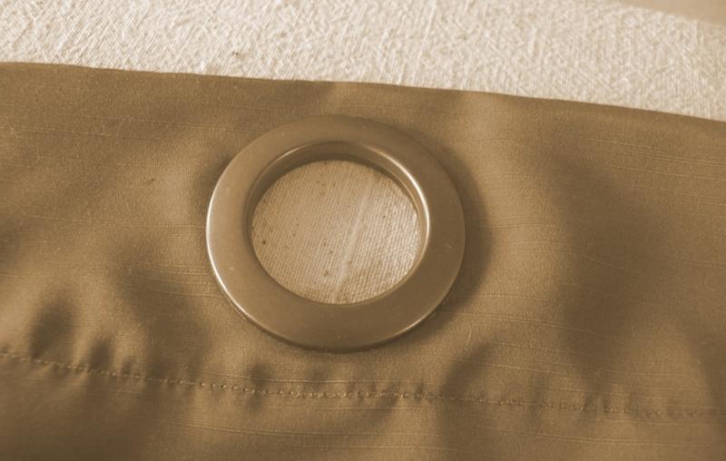 Очень важно правильно подобрать друг к другу ткань и размер люверсов