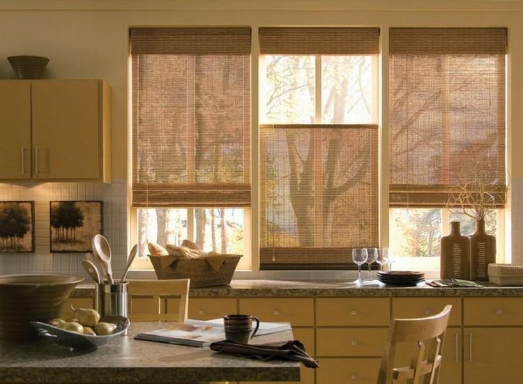 Практичные шторы под интерьер кухни