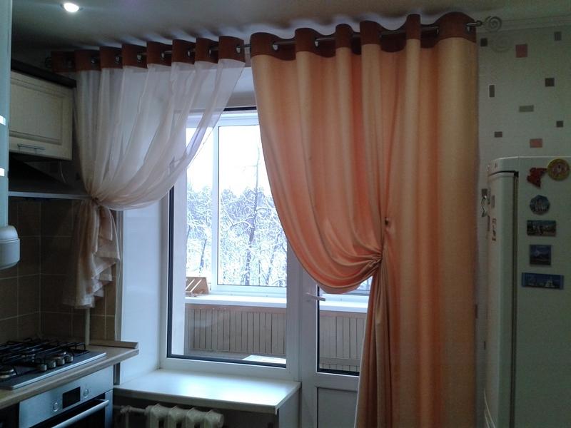 Можно попробовать сшить шторы на люверсах, удобно и стильно