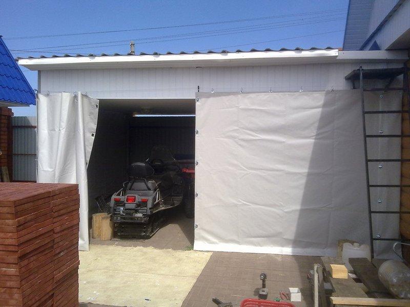 Брезентовые шторы применяются как снаружи, так и внутри гаража
