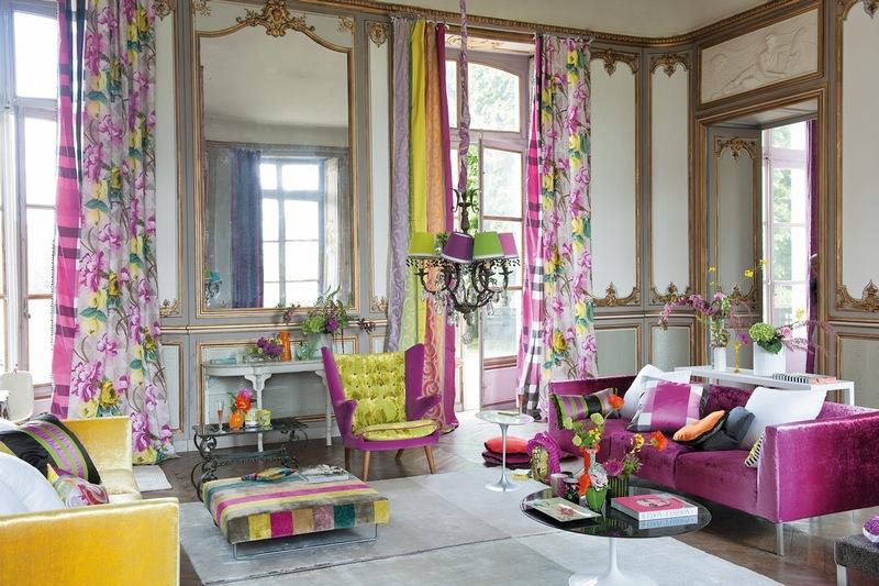 А такой цвет штор подойдет для гостинной, в которой часто собирается веселая компания
